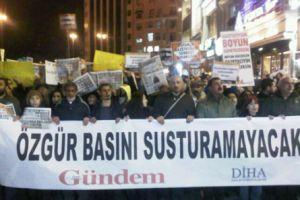 GAZETECİLER, MESLEKTAŞLARI İÇİN TAKSİM'DE EYLEM YAPTI! (MEDYARADAR/ÖZEL)