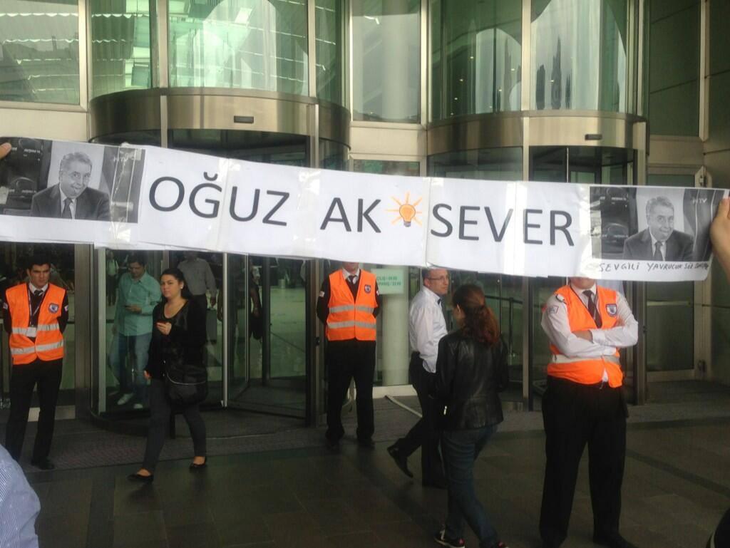 NTV ÖNÜNDE PROTESTO! OĞUZ HAKSEVER'İN İSTİFASI İSTENİYOR!