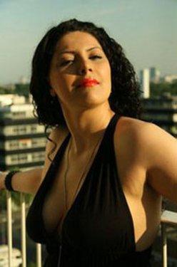 Kürt şarkıcı Facebook'ta soyundu!