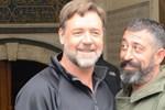 Russell Crowe'dan Cem Yılmaz'a Türkçe Tweet!