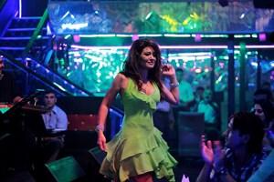 Nurgül Yeşilçay Gece'de aşkı arıyor!