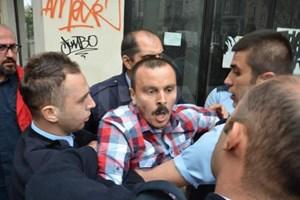 DHA çalışanına yaka paça gözaltı