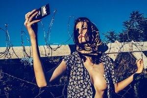 Tepki çeken 'Mülteci' temalı moda fotoğrafları kaldırıldı!