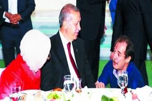Gülen'i 'hocaefendi' Erdoğan'ı 'Reis' diye kutsayanların ortak noktaları aptallık!