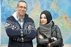 Esra Elönü, Hakan Albayrak'ı 'Gözaltı'na aldı! Camianın tetikçileri hep belden aşağı çalışıyor