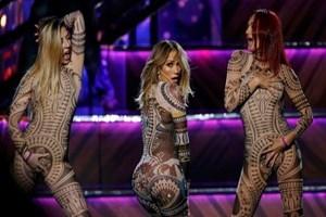 Jennifer Lopez'le dans ederken çırılçıplak kaldı!