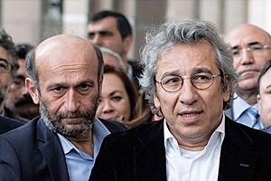 Cumhuriyet'ten Can Dündar ve Erdem Gül resti: Biz Cumhuriyet'iz, boyun eğmeyiz