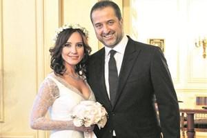 Nazlı Çelik ile Serdar Bilgili'den nikah sonrası ilk poz!