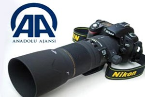 Anadolu Ajansı muhabirinin lenslerini çaldılar