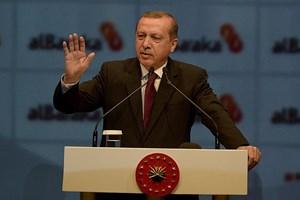 Erdoğan'dan medyaya bomba çıkış: Zil takıp oynadıklarını...