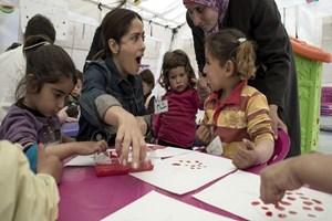 Salma Hayek Suriyeli çocuklarla buluştu!