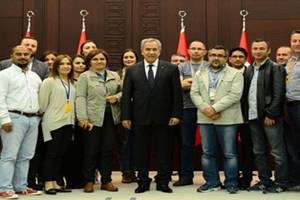 Bülent Arınç gazetecilerden helallik istedi