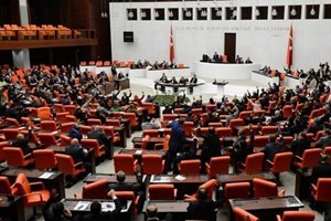 Hürriyet'e suç duyurusu Meclis'i karıştırdı: Yüzünüz kızarmıyor mu?