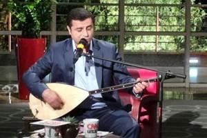 Selahattin Demirtaş'tan canlı yayında türkü sürprizi!