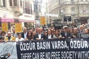 Gazeteciler 'basın özgürlüğü' için yürüdü!