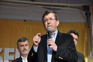 Başbakan Davutoğlu'ndan Cumhuriyet'in manşetine tepki: Casusluktur, ihanettir!