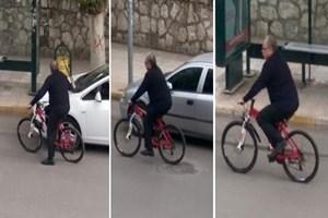 Makam aracı yerine bisiklet kullanan başkan!