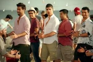 Özcan Deniz'in reklam dansı olay yarattı!