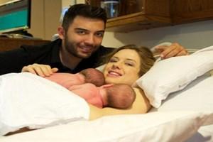 Wilma Elles anne oldu! İşte ikizlerin ilk görüntüsü!