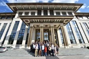 Cumhurbaşkanlığı Sarayı'nın kapıları gazetecilere açıldı! İşte bilinmeyen odalar!