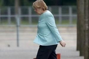 Dünya bu fotoğrafı konuşuyor! Merkel bir gecede çöktü mü?