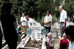 Kazada ölen Sabah muhabiri mezarı başında anıldı!