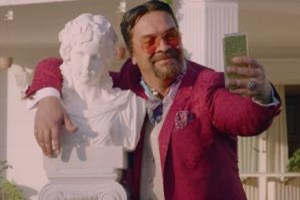 'Kırmızı'ya 'Beyaz' geldi! Vodafone'un yeni reklam yüzü ünlü şovmen oldu!