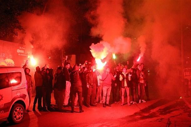 Fenerbahçeli taraftarlardan Rasim Ozan Kütahyalı protestosu!