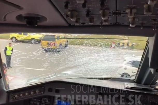 Fenerbahçe kafilesini taşıyan uçak zorunlu iniş yaptı!