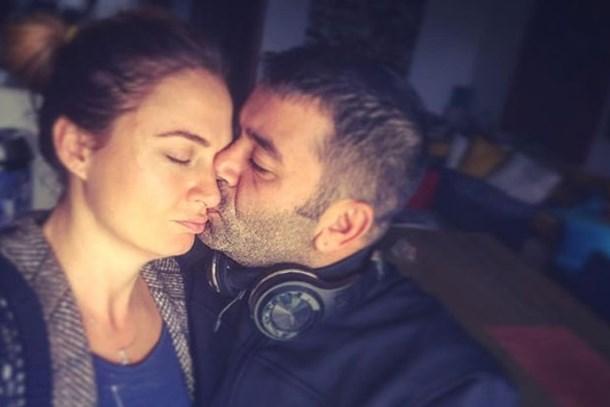 Bülent Şakrak'tan Ceyda Düvenci'ye teselli öpücüğü!