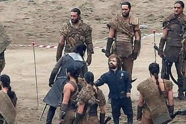 Game of Thrones yapımcıları şokta: Senaryo ve fotoğraflar sızdı!