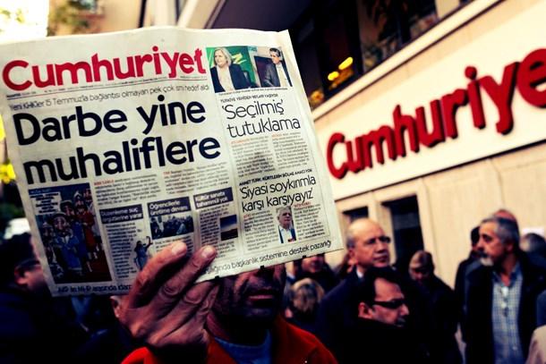 Yeniçağ yazarı 'kör,dilsiz ve sağır'lara seslendi: Tutuklanan gazete değil, 'Cumhuriyet'imizin kazanılmış değerleri!
