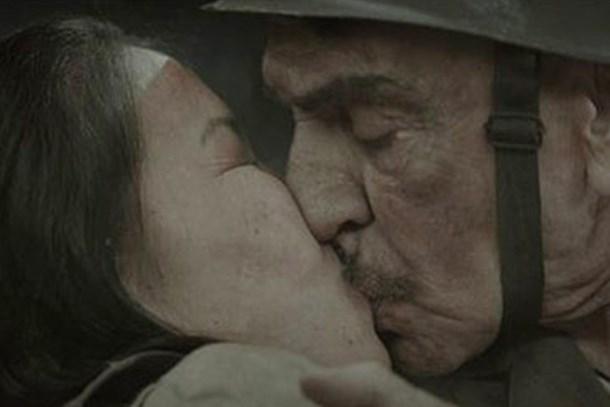 Aydemir Akbaş'ın öpüşme sahnesi çok konuşulacak!