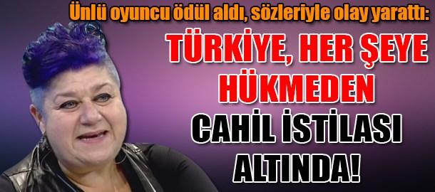 Ünlü oyuncu ödül aldı, sözleriyle olay yarattı: Türkiye, her şeye hükmeden cahil istilası altında!