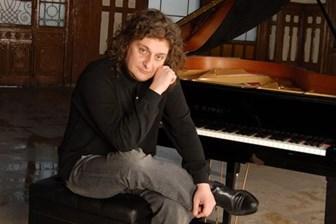 Ünlü piyanistten Avrupa Parlamentosu'na Can Dündar çıkışı!