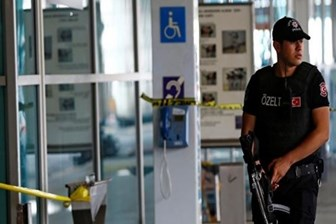 İsviçreli gazetecilerden 'Alman zannedildik, havalimanında bekletildik' iddiası!