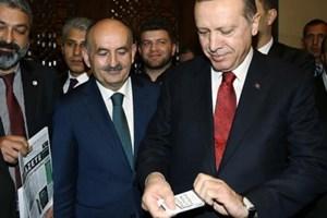 Cumhurbaşkanı Erdoğan kadın gazetecinin sigarasına el koydu!