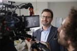 Ünlü yazar ilk kez reklam filmi için kamera önüne geçti