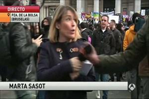 Muhabire canlı yayında taciz!