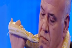 Ahmet Çakar'dan piton sürprizi