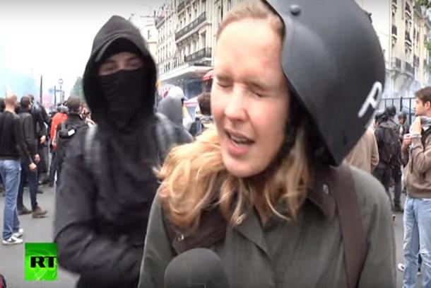 Kadın muhabir canlı yayında tokat yedi