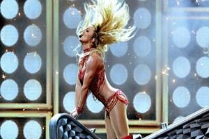 Britney Spears'ın ateşli direk dansı