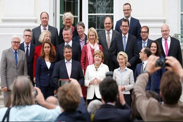 """Alman Bild'den ilginç kabine kulisi:Merkel'e beş bakanı """"sen"""" diye hitap ediyor!"""