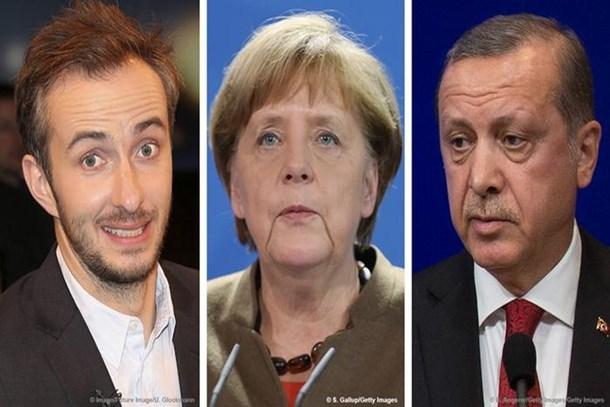 Alman komedyenden Merkel'e eleştiri: Beni çayın yanında servis etti!