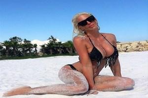 Jelena Karleusa'dan olay paylaşım! Tosic yatakta, fotoğrafı kim çekti?