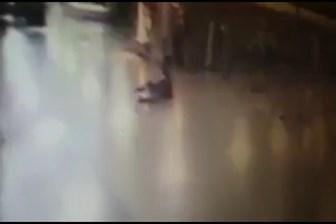 O anlar kameralara yansıdı! İşte havalimanı saldırısında teröristin vurulma anı!