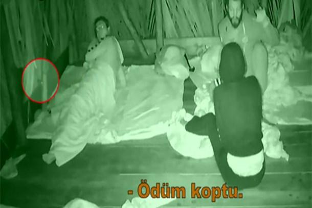 Survivor Atakan'ın şok görüntüsü! Ezgi'yi yumruklamış!
