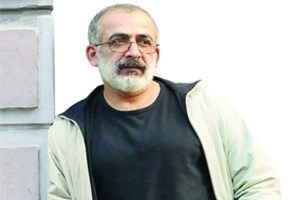 Ahmet Kekeç, Can Dündar'ı topa tuttu: 'Darbeyi haber alıp kaçan kahraman gazeteci'