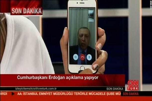 Hande Fırat o soruya cevap verdi! Telefonunu satacak mı?