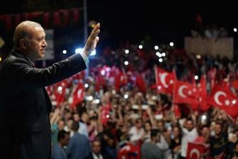 The Guardian Cumhurbaşkanı Erdoğan'ı övdü: Diktatör demek aptallık olur
